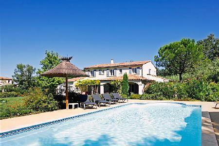 Close to Shops & Restaurants, Family-Friendly Villa Les Teinturiers offers Private Pool & BBQ - Image 1 - Saint-Remy-de-Provence - rentals
