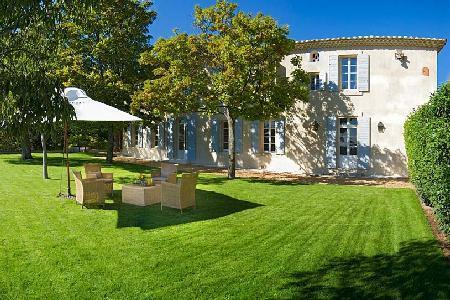Authentic Provencal Manor House La Belle de Saumane with Pool, Beautiful Garden & Views - Image 1 - L'Isle-sur-la-Sorgue - rentals