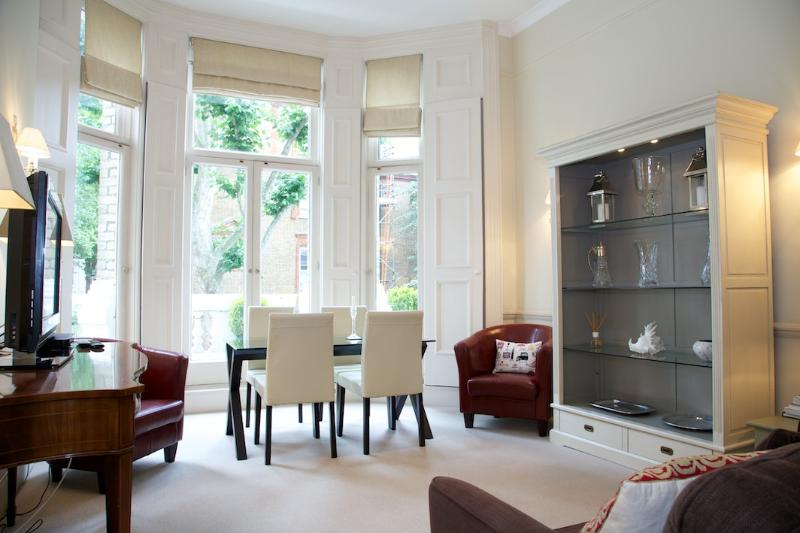 Living Room - Wetherby Gardens, South Kensington, SW5. - London - rentals