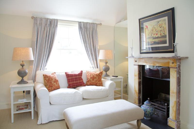 Sitting Room - St Albans Grove, Kensington. Period Cottage. - London - rentals
