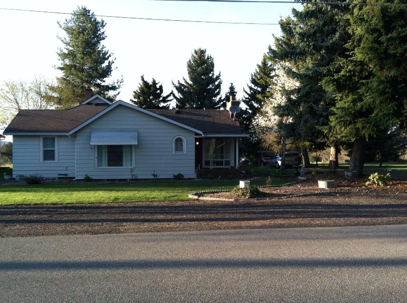 Front of Cottage - Cottage in the Trees - Spokane Valley - rentals