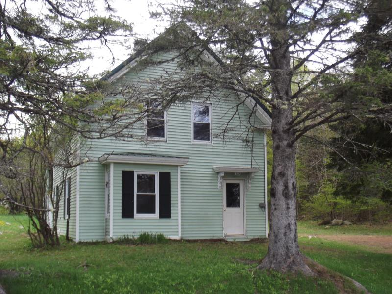 Comfortable 1920's Maine country farmhouse bordered by the Piscatquis River and Jackson Brook - Blanchard Pines - Monson - rentals
