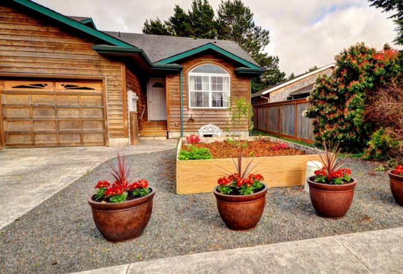 Private hot tub and pet-friendly, with a fireplace! - Image 1 - Seaside - rentals
