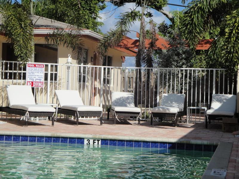 1BR Lbs Villa remodeled by the Ocean,Beach,pool - Image 1 - Fort Lauderdale - rentals