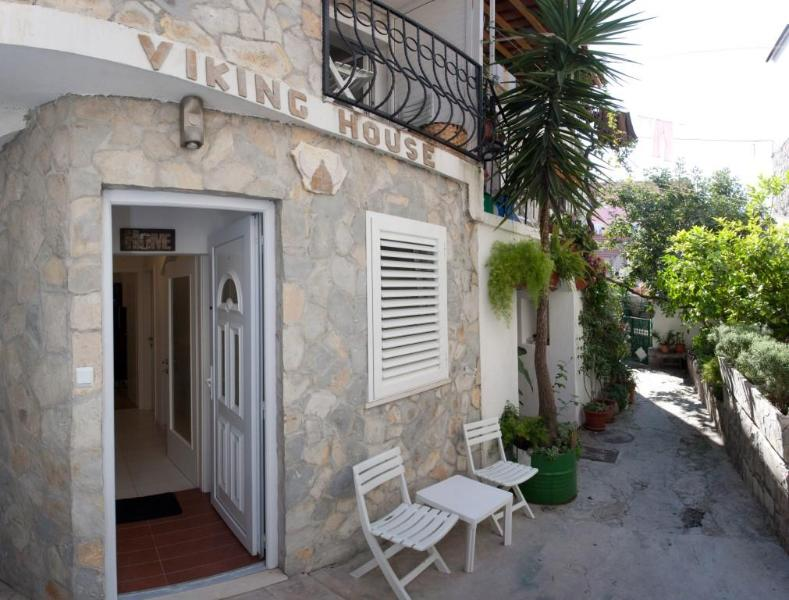 Entré - Viking House, Unit 1 - Apartment in stone house - Split - rentals