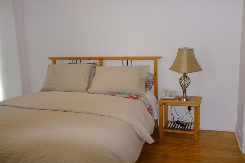 Bed room - New fully-furnished apt for rent downtown Montreal - Montreal - rentals