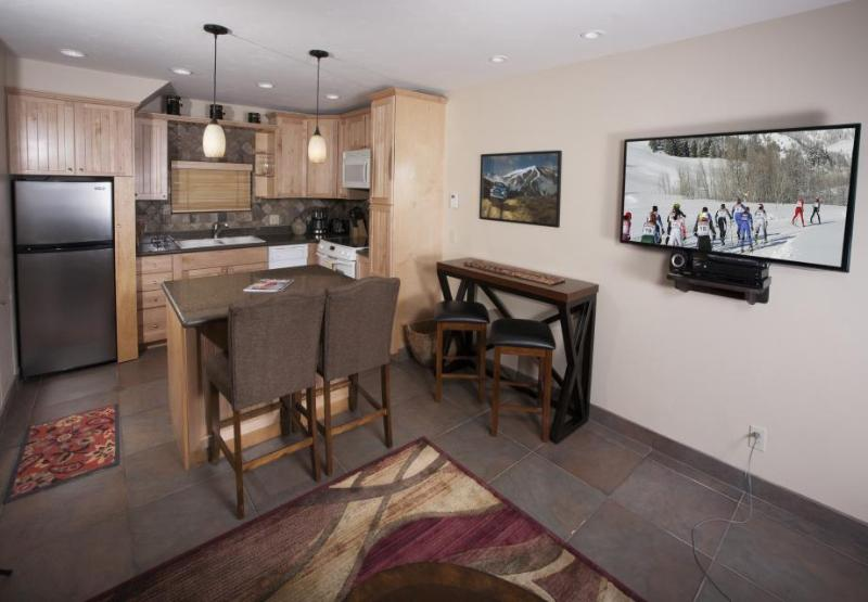 Comfortable townhome w/ shared hot tub & mountain views, great location! - Image 1 - Ketchum - rentals