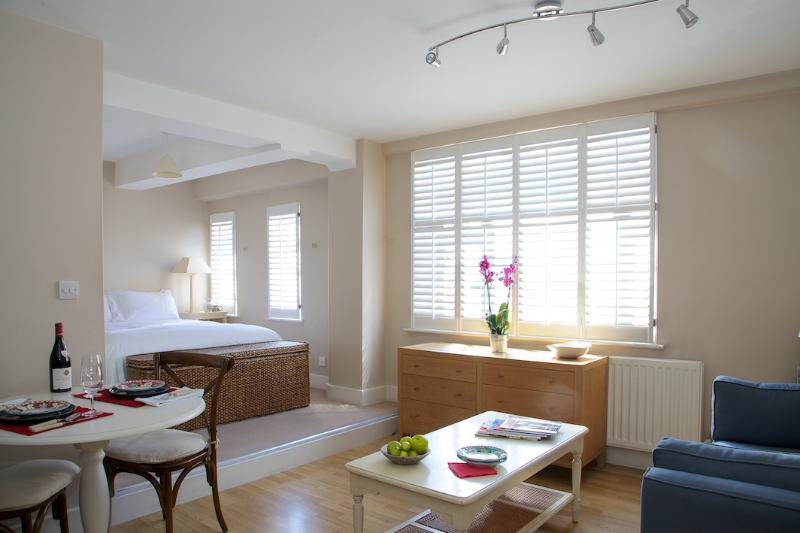 Studio Room - Nell Gwynn House Studio, Sloane Avenue, Chelsea. - London - rentals