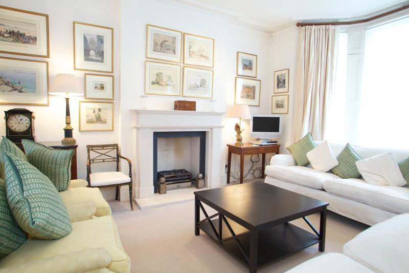 Living Room - Abingdon Road, Kensington. Immaculate Period House - London - rentals