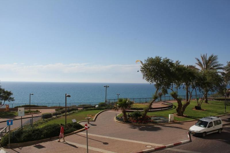 Promenade and beach access across the street - Netanya - Amazing Sea Front Apartment on Nitsa - Netanya - rentals