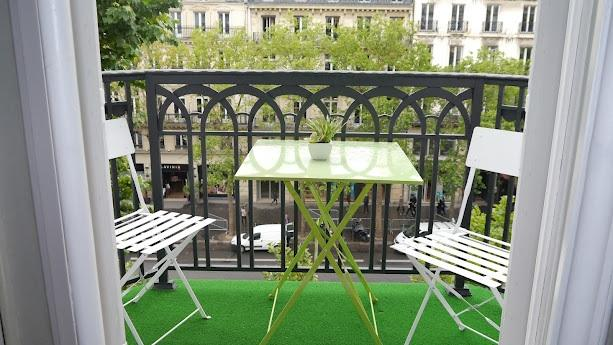 balcony - Studio Apartment Near Champs Elysees and the Madeleine - Paris - rentals