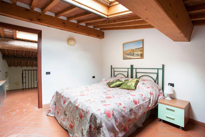 very confortable bedroom with window on the roof - 1 Bedroom Apt.B at San Frediano - Florence - rentals