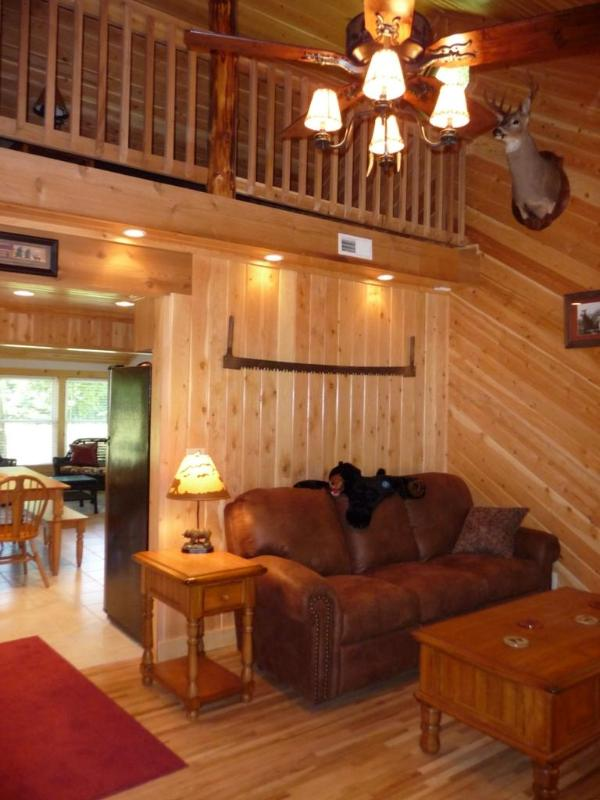 The living room, looking into the sleeping loft. - Dry Creek Cabin - Tuscumbia - rentals