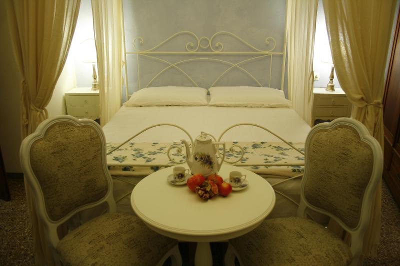 "Double room ""Le rondini"" - Tuscan Vacation Rental at La Casa nel Borgo - Bibbona - rentals"