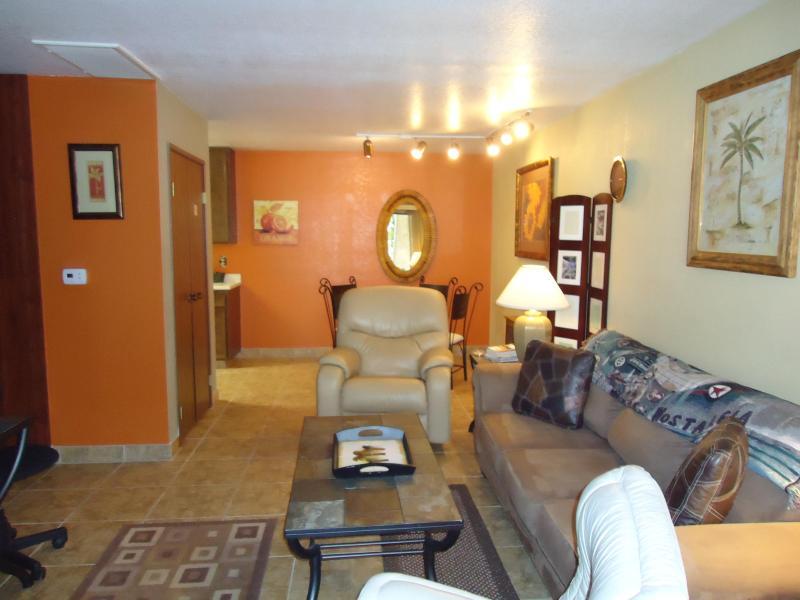 Living Room - Palisades Suite - Palm Springs - rentals