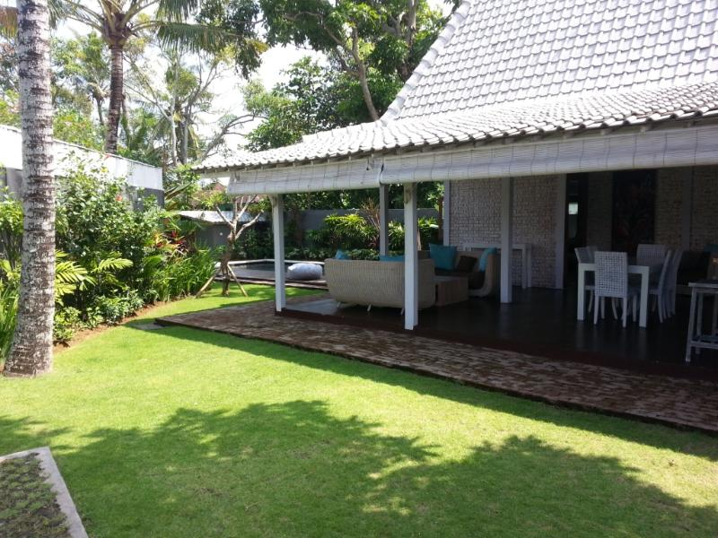 Javanese style villa with Private pool and nice garden. Canggu Area. 5 to 10 min from Echo Beach - Nice and quiet Villa BALINESE Limasan 4pax - Canggu - rentals
