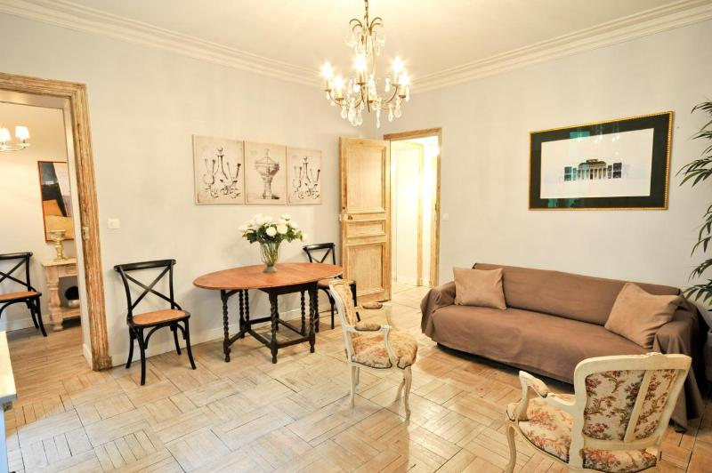 2 - Parisian Charme at Spectacular Marais 2 Bedroom Apartment - Paris - rentals