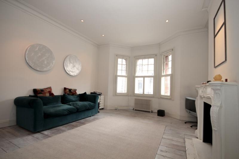 Chelsea/South Kensington - Living Area - Bright 1 bedroom flat in Chelsea/South Kensington - London - rentals