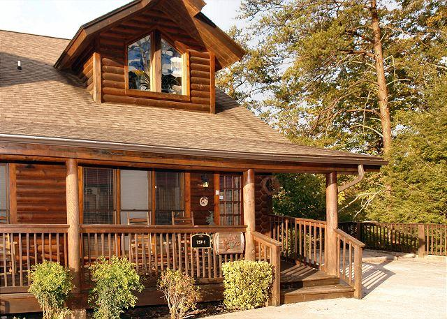 Lucky Logs #283- Outside View of the Cabin - Lucky Logs 283 luxury log townhouse in Pigeon Forge close to Dollywood - Pigeon Forge - rentals