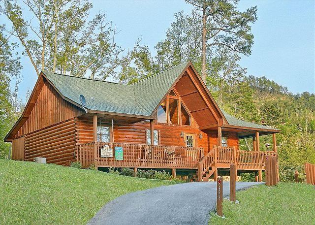 """Buckhead"" Pet Friendly Pigeon Forge Cabin Rental! - 2 bedroom luxury cabin near Dollywood BUCKHEAD 259 - Sevierville - rentals"