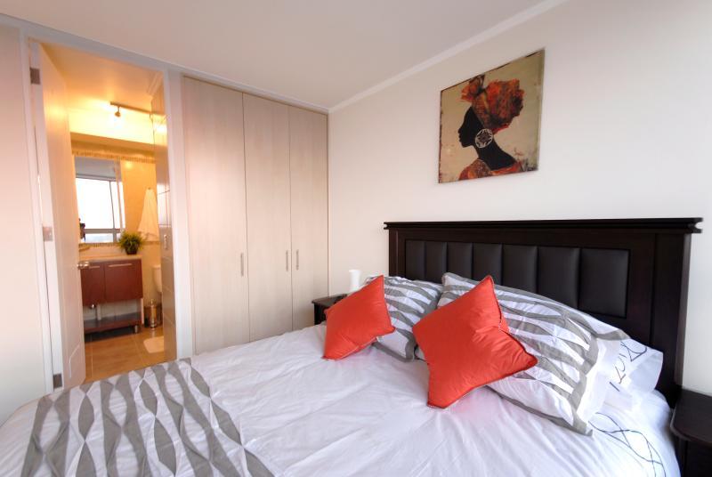 Mar Oriente Apartments cama matrimonial con balcón - Image 1 - Santiago - rentals