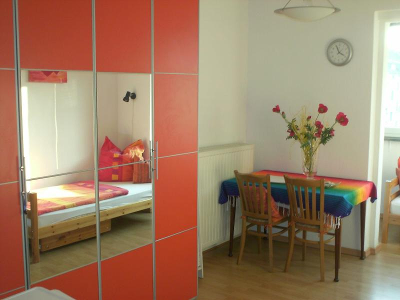 "Wardrobe, bed 1 in the mirrow, table - Home Appartement ""Stephanie"" - Düsseldorf - rentals"