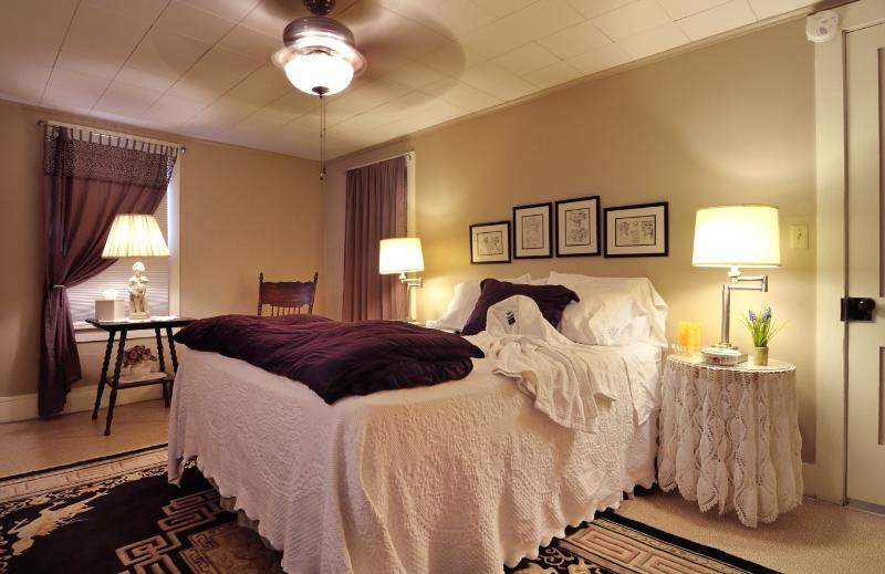 Master Bedroom  Queen Bed - The White House - Bellefonte - rentals