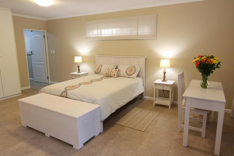 Queen size double bed in main room - Squirrel's End - Tokai - rentals