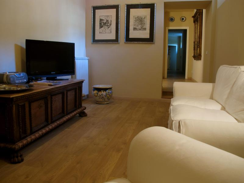 sala relax con TV - B&B TUTTIDAMARI ROOM  SOCRATE - Rome - rentals