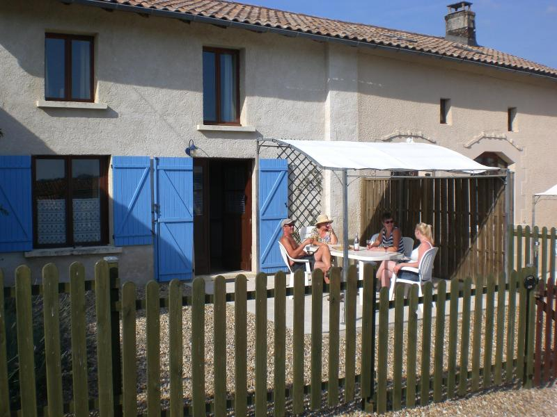 Chez Jon, Chatenet in the Charente Maritime - Image 1 - Chatenet - rentals