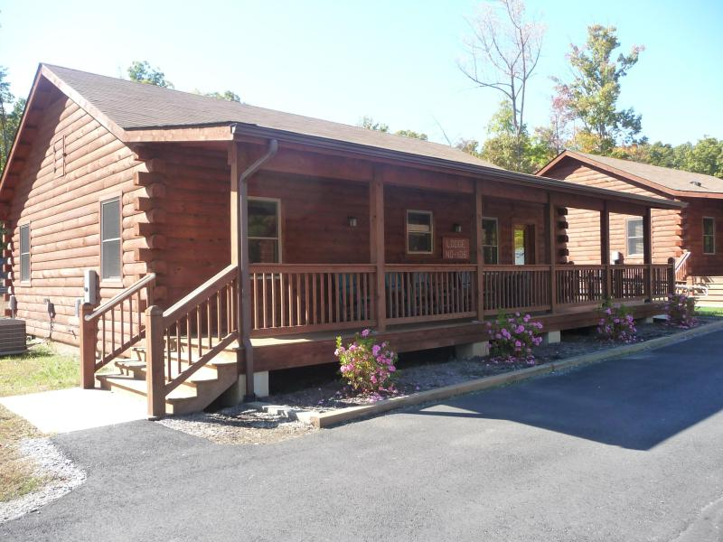 Cabin Exterior - Wilderness Presidential 2 Bedroom Log Cabin - Spotsylvania - rentals