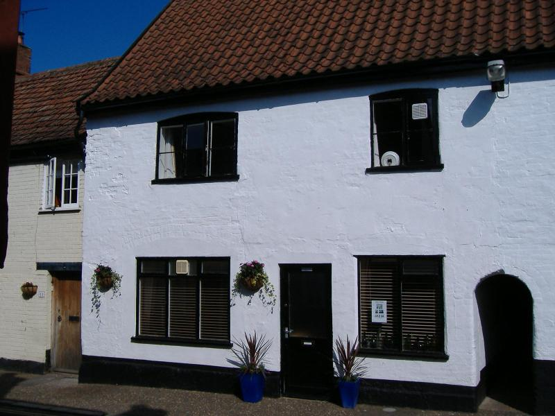 Damgate (holiday) Cottage - Image 1 - Wymondham - rentals