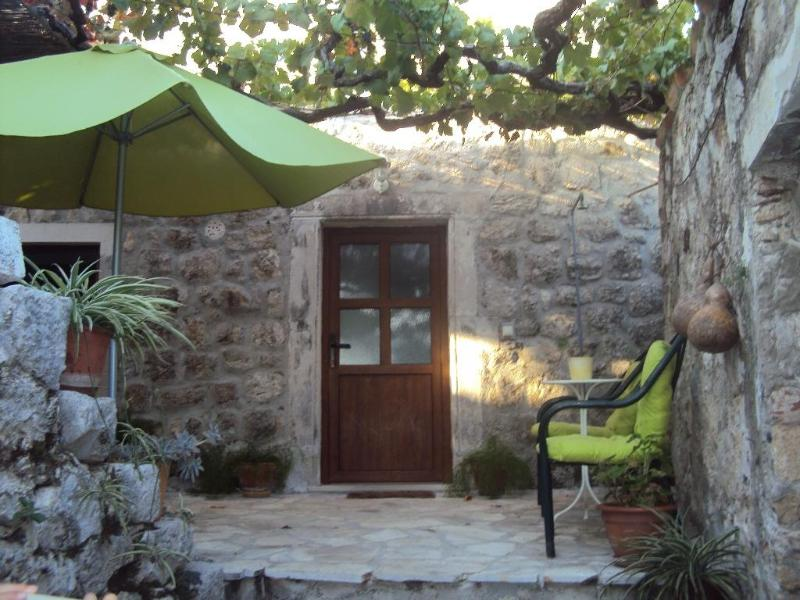 Entrance to the flat - Holiday flat for 3 near Dubrovnik - Dubrovnik - rentals
