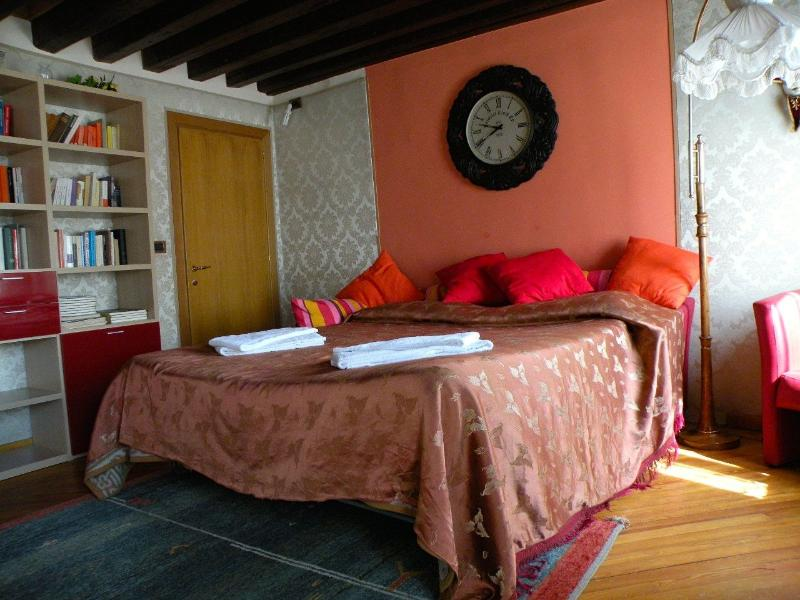 The first bedroom - A gem near Rialto Bridge in Venice - Venice - rentals