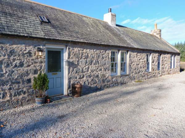 OLD POST OFFICE COTTAGE, open fire, freestanding bath, ground floor cottage near Portsoy, Ref. 30600 - Image 1 - Portsoy - rentals