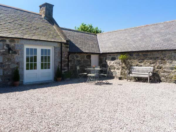 OLD POST OFFICE COTTAGE, open plan, freestanding bath, ground floor cottage near Portsoy, Ref. 30600 - Image 1 - Portsoy - rentals