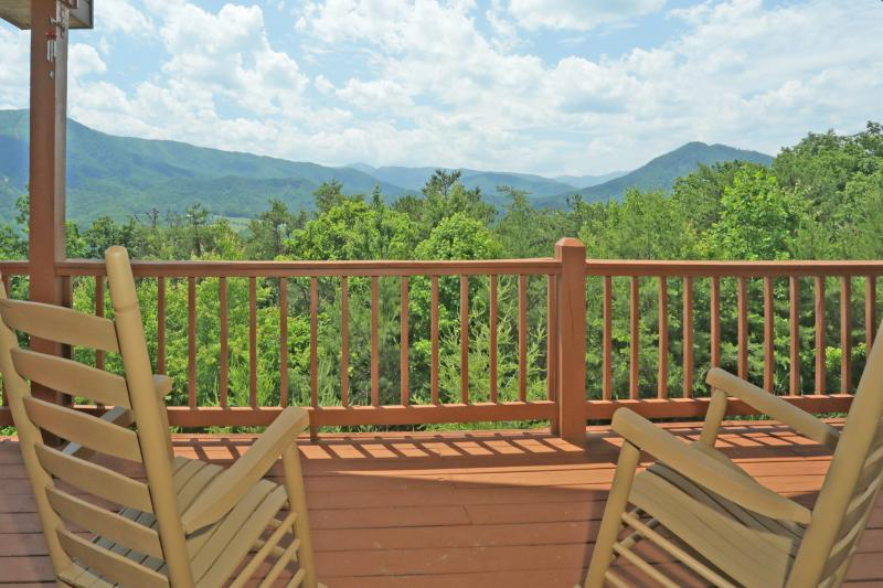 Spectacular Mountain Views! - ***Spectacular Mtn Views! 100% Secluded! WIFI!*** - Wears Valley - rentals