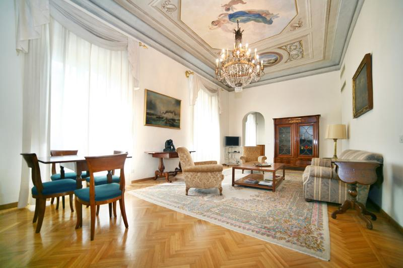 Luxurious, Sunny & Bright Apartment in Center of Florence - Image 1 - Florence - rentals