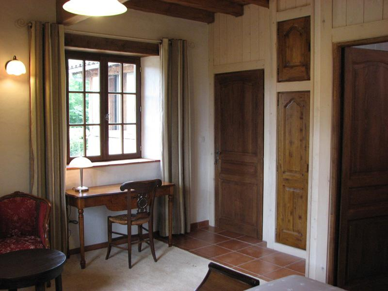 Chambre Colombine - Côté salon - Château de Missandre - piscine - tennis - cheval - Saint-Pierre-de-Caubel - rentals