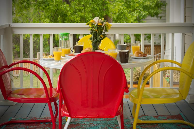 Start your day off right, or top off the evening on your expansive front porch. - Hilltop Hideaway (2/1): Near Downtown & Rainey St - Austin - rentals