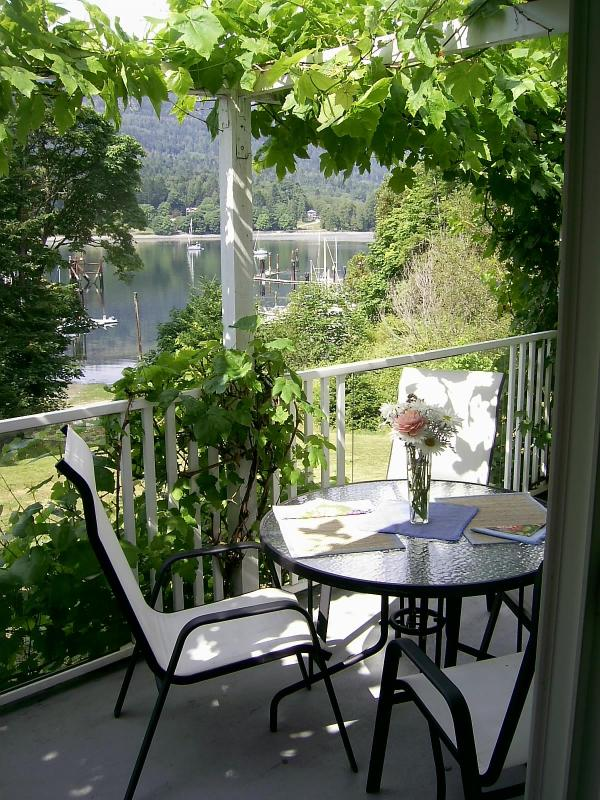 Balcony setting - Fulford Dunderry: London Rm -.queen bed - Salt Spring Island - rentals