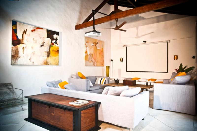 comfortable seating area to watch dvd's or simply lie back and relax - 32 Middle Street Galle Fort - Galle - rentals