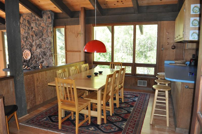 dining table seats 8-10 - Lake Tahoe 4 bedroom Getaway on North Shore - Tahoe City - rentals