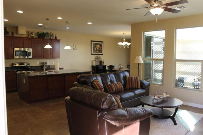 Welcome - Glendale Home in Quite Gated Community - Walk to Sports, Entertainment, Shopping - Glendale - rentals