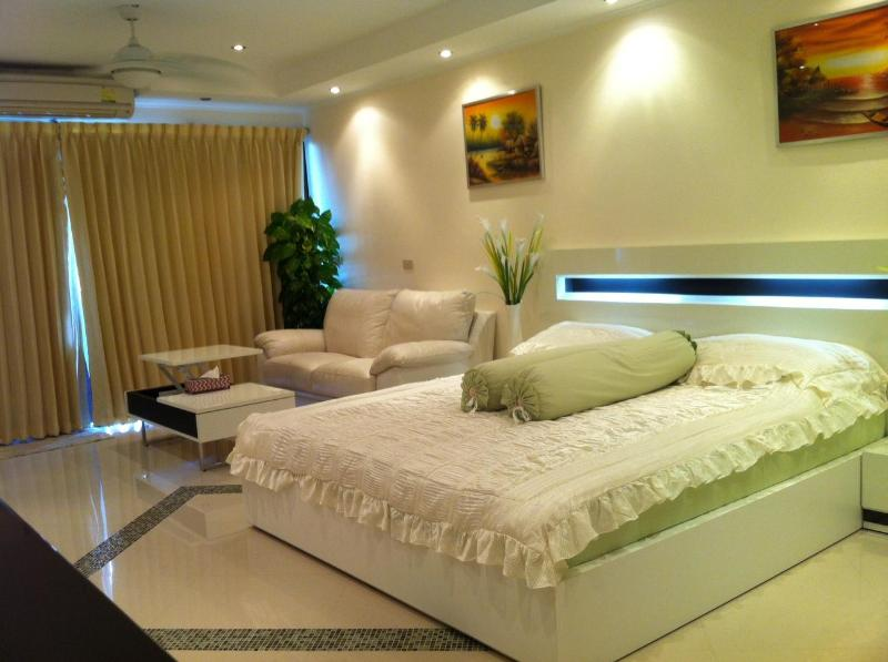 Jomtien Beach Studio for Rent ***VIP Airport Pick Up*** - Image 1 - Pattaya - rentals