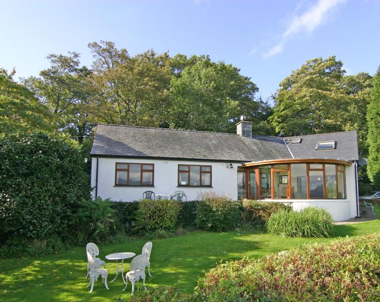 Artist's Cottage, on the doorstep of Portmeirion. - Artist's Cottage, near Porthmadog - Porthmadog - rentals