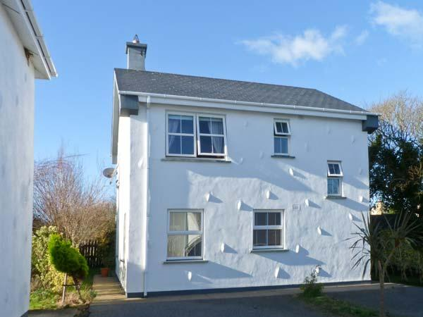 45 CASTLE GARDENS, detached cottage in popular resort, open fire, sun room, en-suite, near Rosslare Harbour, Ref 23270 - Image 1 - Rosslare Harbour, County Wexford - rentals