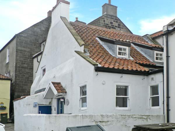 SPINDRIFT COTTAGE, seaside location, woodburner, front patio, stone's throw from beach, in Staithes, Ref 23333 - Image 1 - Staithes - rentals