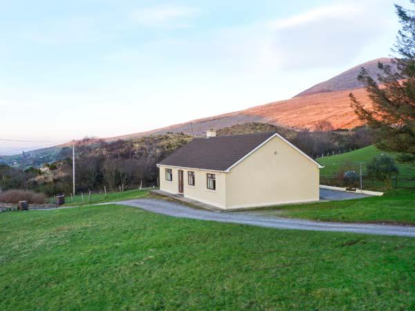 LYREBOY, single-storey cottage, open fire, pet-friendly, gardens, mountain views, near Glencar, Ref 23463 - Image 1 - Glencar - rentals