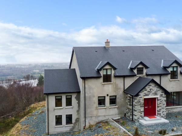 GWEEBARRA HOUSE, detached property, river views, open fire, sun room, games room, near Lettermacaward, Ref 23560 - Image 1 - Lettermacaward - rentals